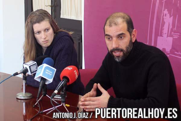 Antonio Romero, Alcalde de Puerto Real, y Mayte Sánchez, Concejala de Participación Ciudadana, en rueda de prensa.
