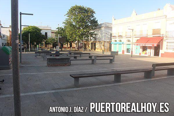 Plaza de Pedro Álvarez Hidalgo, con la Plaza de Los Descalzos al fondo.