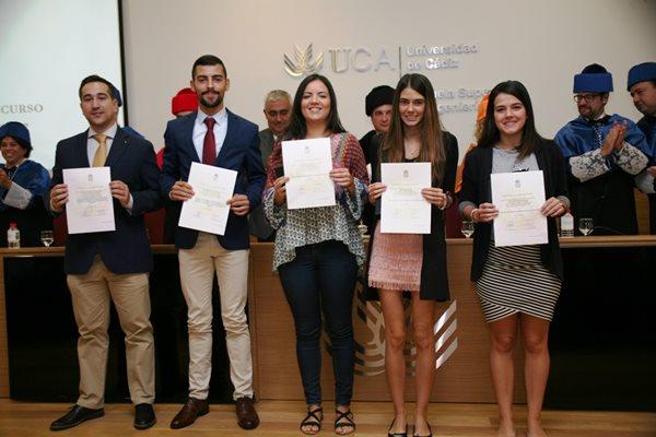 Alumnos premiados por la UCA. / Foto: UCA