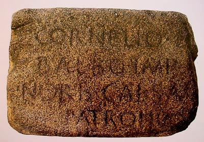 Inscripción dedicada a Lucio Cornelio Balbo el Menor (gran propietario en la Bahía de Cádiz), en Norba (Cáceres), ciudad de la que era patronus.