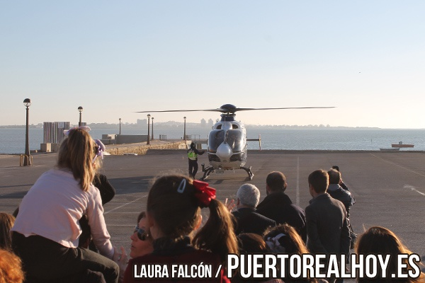 Helicóptero de los Reyes Magos aterrizando en Puerto Real.