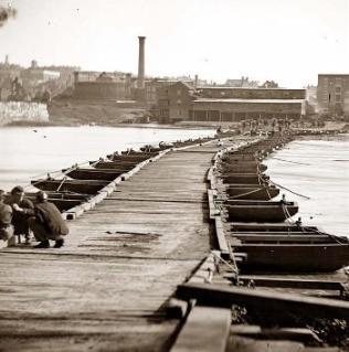 Puente de Barcas en Petersburg, Virginia (EEUU).
