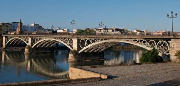 Puente de Triana o Isabel II, en Sevilla.