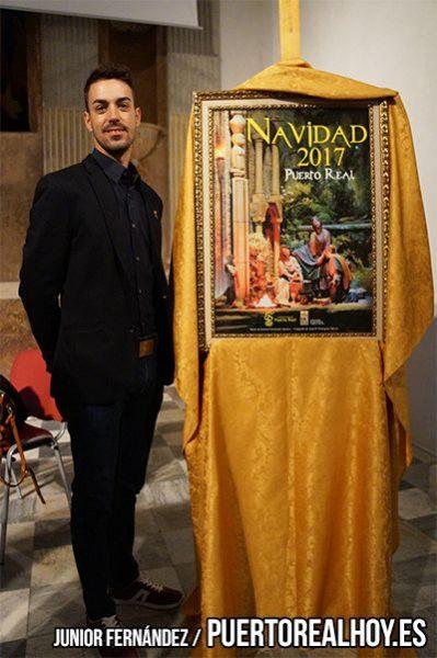 José María Rodríguez, con su cartel de Navidad de Puerto Real.