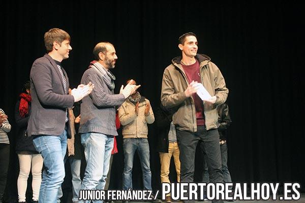 """José Antonio González Orihuela """"Boy"""" recogiendo la Serpentina de Plata del Carnaval 2018."""