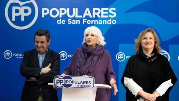 José Loaiza y Teófila Martínez en rueda de prensa