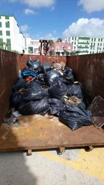 Basura recogida de la limpieza popular de La Cachucha.