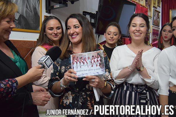 Regalo a la Asociación de Damas de la Feria de Puerto Real.