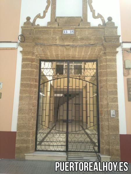 La puerta del antiguo Convento Franciscano en Puerto Real.