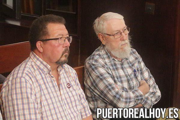"""Ángel Caballero y Carlos Díaz, de la Plataforma Vecinal """"Barrio de Casines""""."""