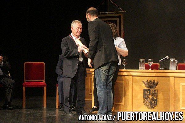 Jesús Campos, Hermano de Mateo Campos, recoge su reconocimiento.