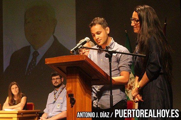 Mario Gargón y Margarita Fernández durante su discurso a Don Francisco.
