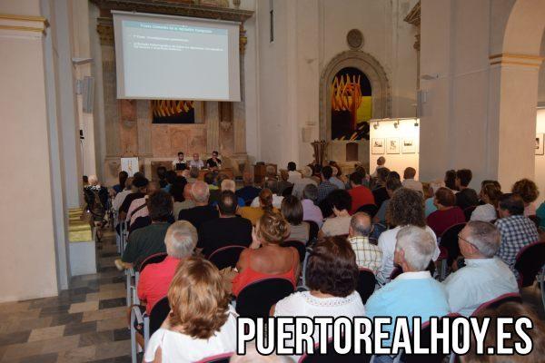 "Centro Cultural ""Iglesia de San José"" lleno."