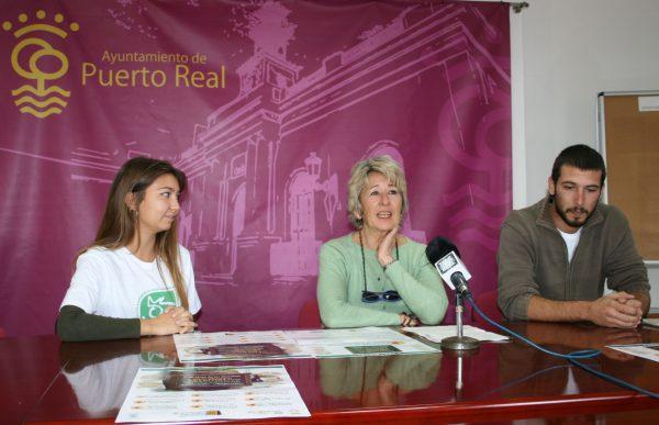 María Merello con los miembros de dEconstruir - Ecologistas en Acción.