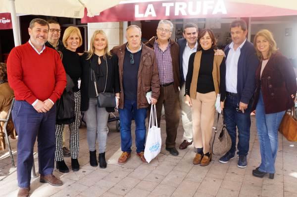 Miembros del Partido Popular de Puerto Real con los diputados nacionales y Pepe Ortiz.